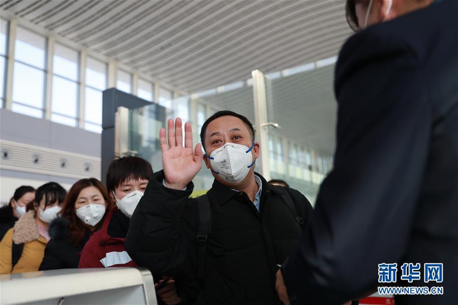 (新型冠状病毒感染的肺炎疫情防控)(5)甘肃首批医疗救治队驰援湖北