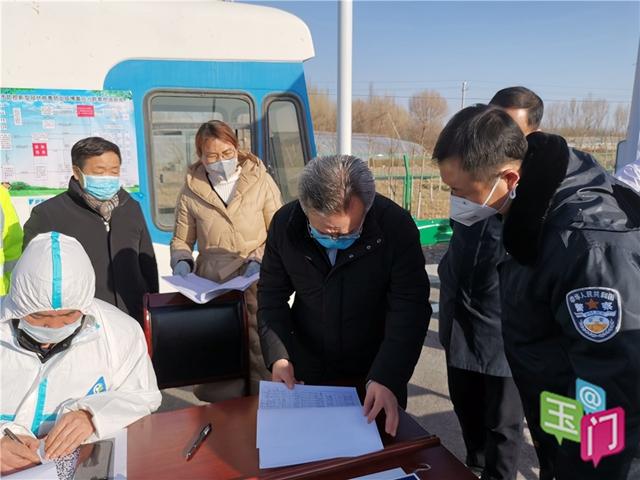 吴仰东在玉门市检查企业复工复产和疫情防控工作