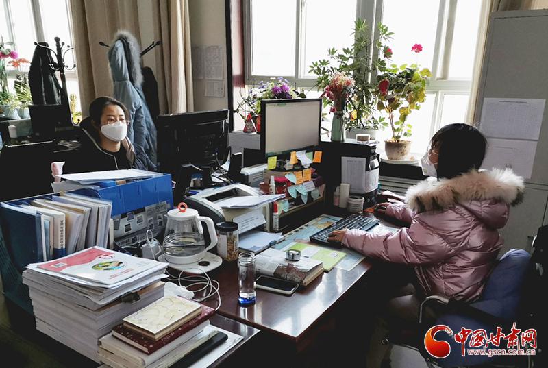 """【甘肃全民战""""疫""""】灵台:凝心聚力抗疫情 人社服务不打烊(图)"""