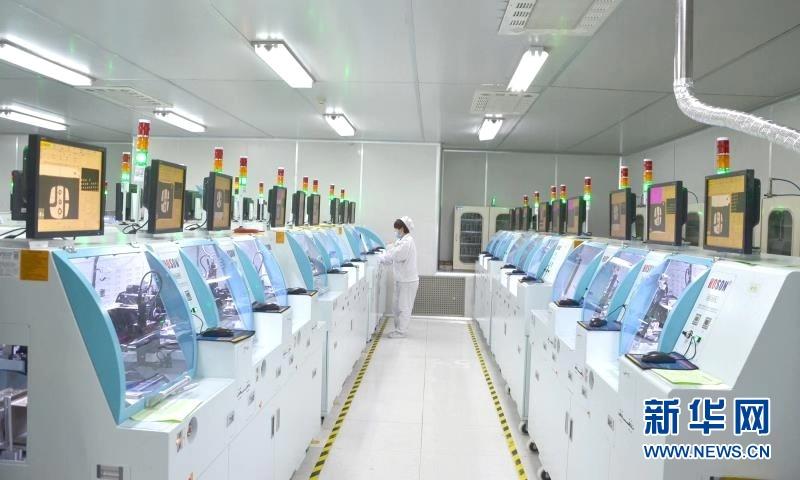 甘肃天水:红外测温仪芯片加工企业加紧生产