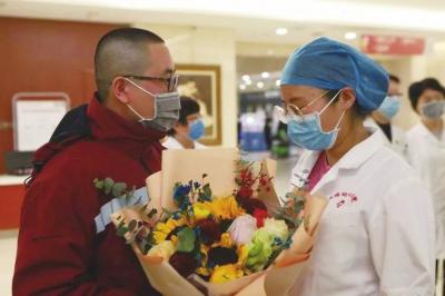 甘肃省妇幼保健院派出两批医护人员支援兰州市肺科医院
