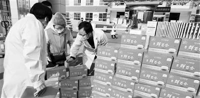爱心人士为兰州肺科医院捐赠125箱百合