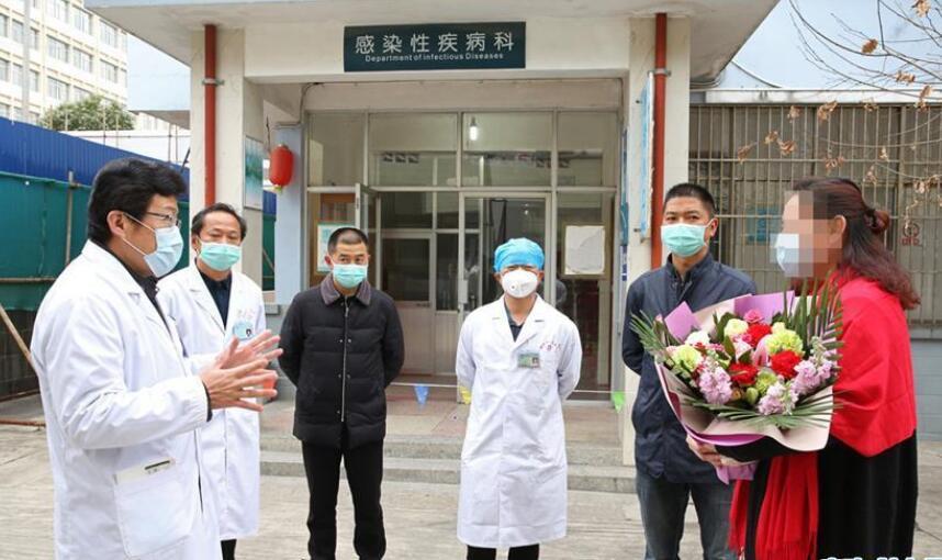 云南腾冲一名新冠肺炎治愈患者出院