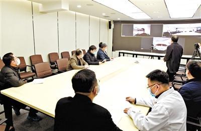 兰大校长严纯华等视频连线兰大一院、二院支援湖北医疗队员
