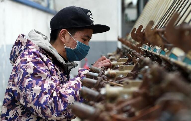安徽:检修农机备春耕