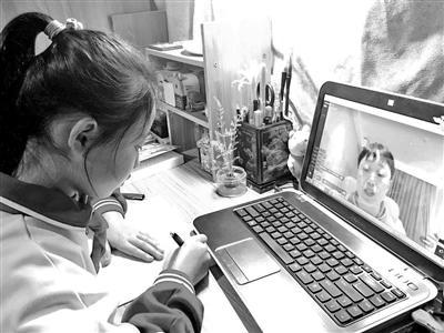 视频连线 这位援助武汉学生家长为孩子们上了一堂课