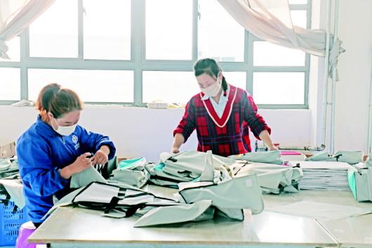 定西陇西县:扶贫车间复工复产巩固脱贫攻坚成效
