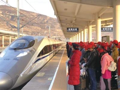 甘肃省开出第五趟点对点务工专列