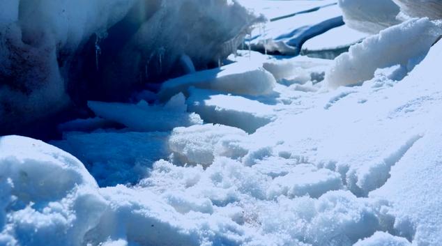 祁连山下冰融雪化又一春
