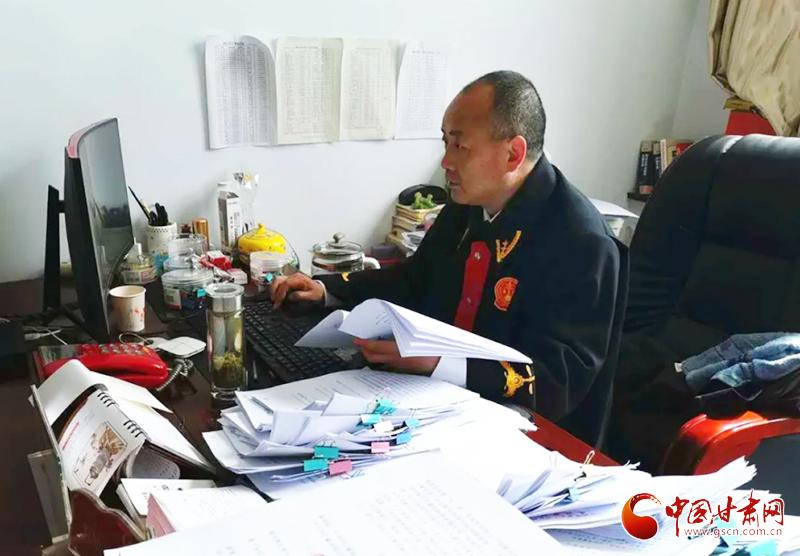 康县法院:依法追索劳动报酬 维护农民工合法权益(图)