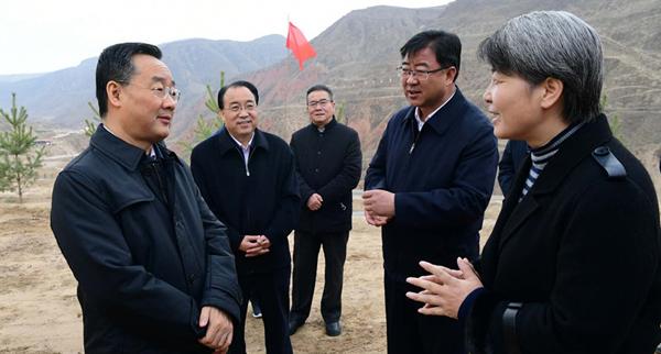 唐仁健在东乡县临夏县调研脱贫攻坚工作