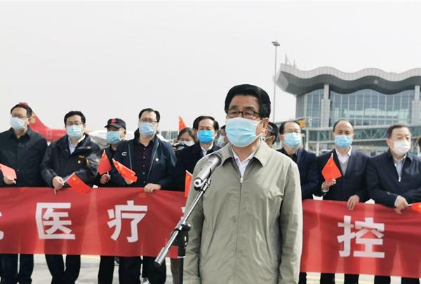【凯旋】甘肃第四批援助湖北医疗队凯旋 林铎机场迎接