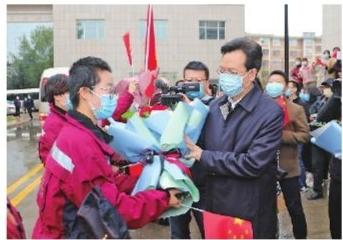 庆阳市第二、三批支援湖北医疗队12名队员凯旋
