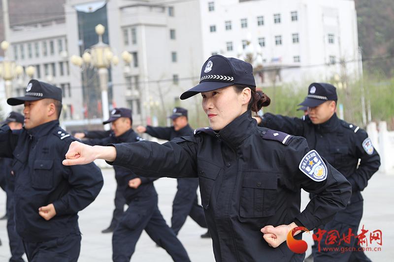 康县举办警体运动会展金盾风采