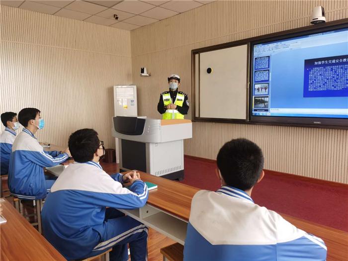 安全教育日 凉州交警安全教育进校园(图)