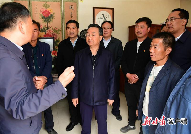 唐仁健在西和县调研脱贫攻坚工作
