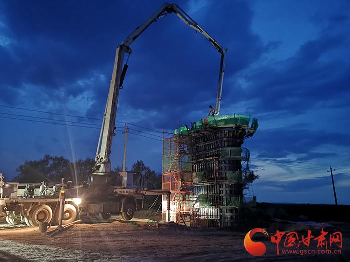中兰客专Ⅰ标项目首跨箱梁架设成功