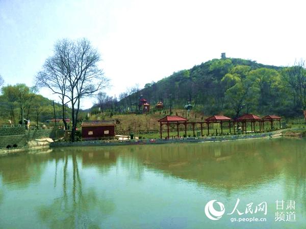 崇信县新窑镇西刘村大力发展乡村旅游。(高翔 摄)