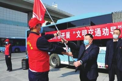 兰州:文明交通劝导志愿服务启动