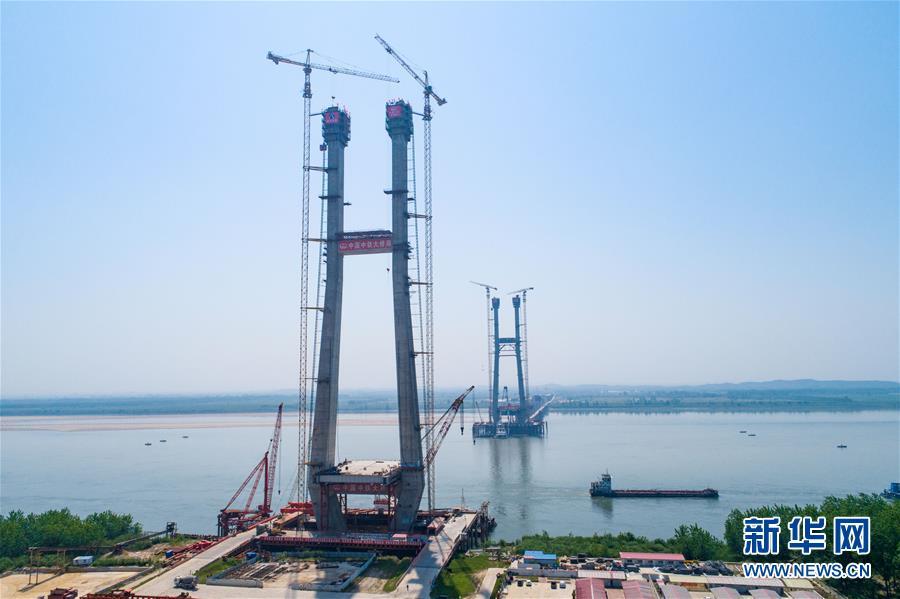 (聚焦复工复产)(1)湖北赤壁长江大桥主塔封顶