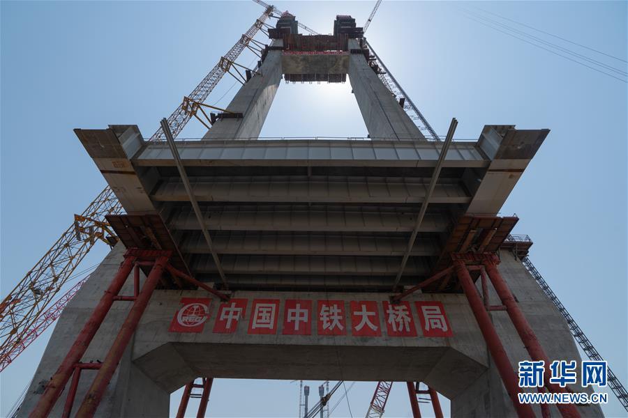 (聚焦复工复产)(2)湖北赤壁长江大桥主塔封顶