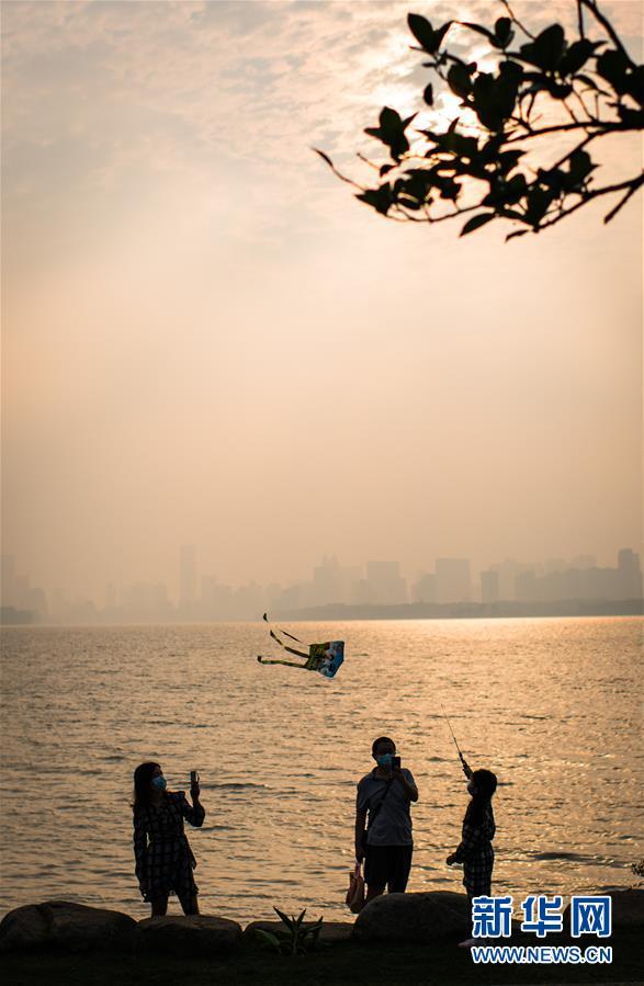 (社会)(1)武汉东湖:夕阳无限好