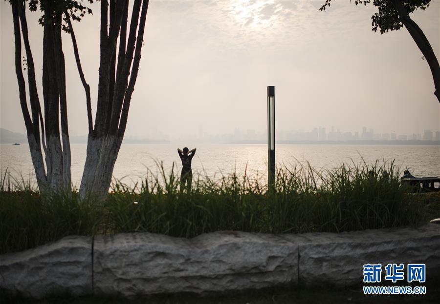 (社会)(3)武汉东湖:夕阳无限好