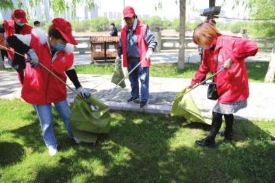 保护母亲河 兰州安宁区100多名志愿者在行动