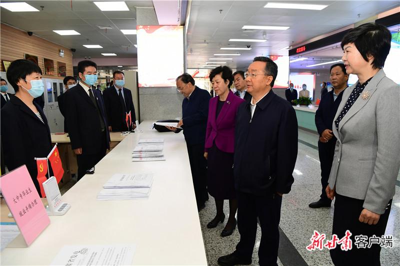 【快讯】唐仁健在省直有关单位调研脱贫攻坚工作