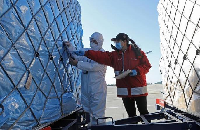 山东烟台:国际抗疫物资空中通道提速保畅通