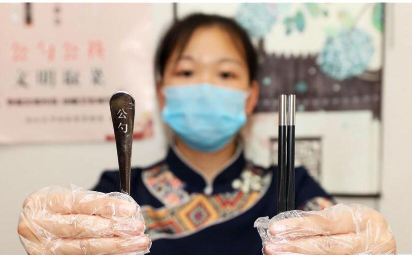 河北安次:餐饮业积极推行公勺公筷