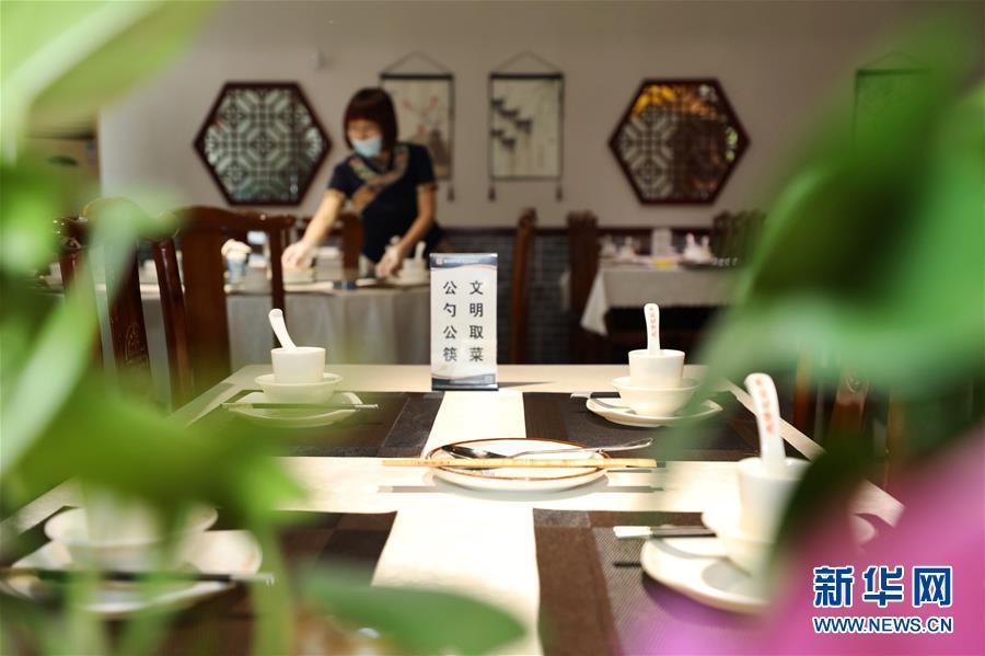 (社会)(3)河北安次:餐饮业积极推行公勺公筷