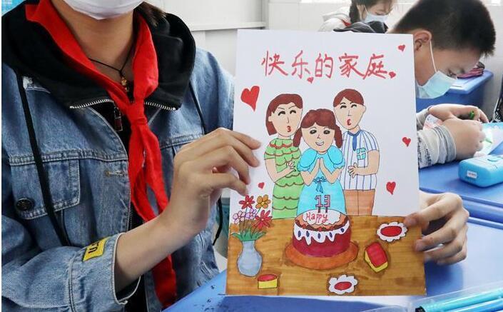 """江苏:快乐""""画""""家庭"""