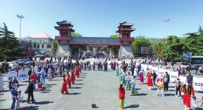 兰州:锦绣中华民族一家民族服饰风俗展亮相