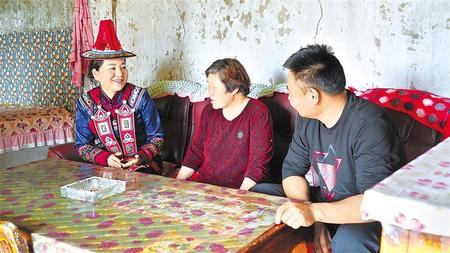 【代表委员履职故事】杨海蓉代表:关注祁连山热爱美丽家园