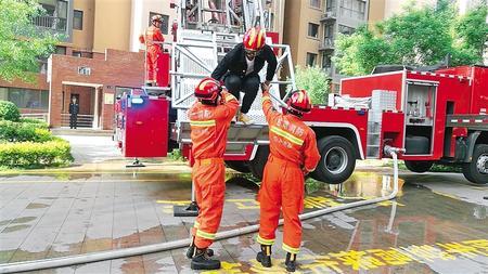 多方联动 快速反应 ——省消防救援总队高层小区消防救援演练记