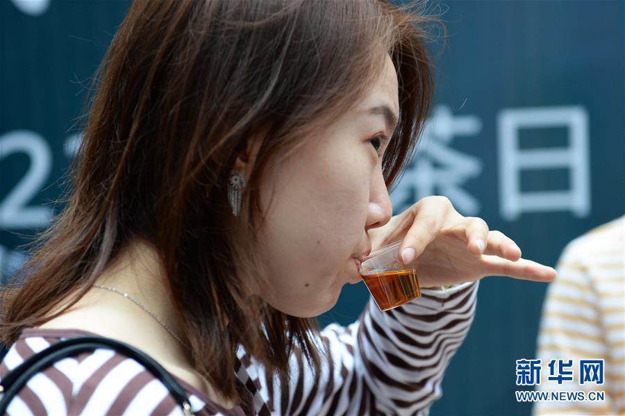 (社会)(1)长沙:国际茶日品茶香