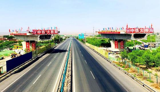 短视频| 空中转体84°,中兰铁路新墩转体桥合龙