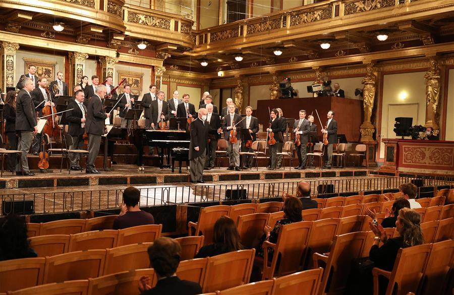(国际)(2)维也纳爱乐乐团举行疫情解封后首场音乐会