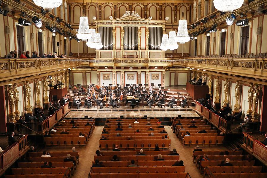 (国际)(3)维也纳爱乐乐团举行疫情解封后首场音乐会