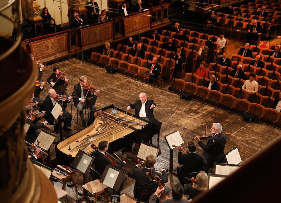 (国际)(1)维也纳爱乐乐团举行疫情解封后首场音乐会
