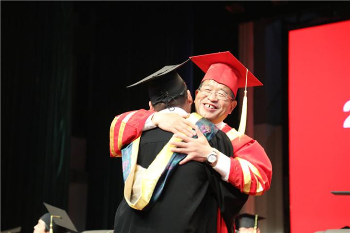 17分钟14次掌声!陇东学院院长辛刚国这样深情寄语毕业生
