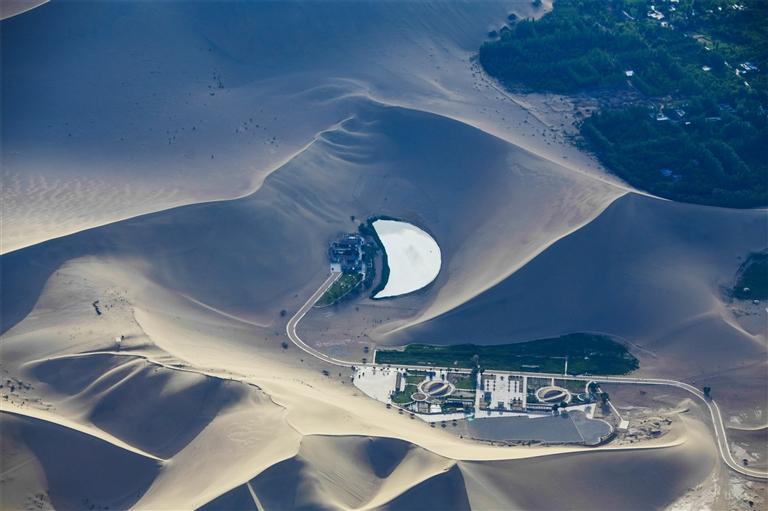 2000米高空看月牙泉