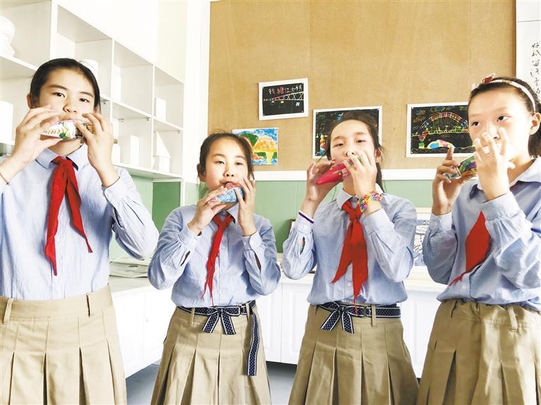 校园新鲜事丨她们的陶笛,吹得好画得更棒!