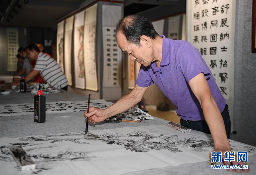 (社会)(1)广东佛山:建设村民活动场所 丰富群众文化生活