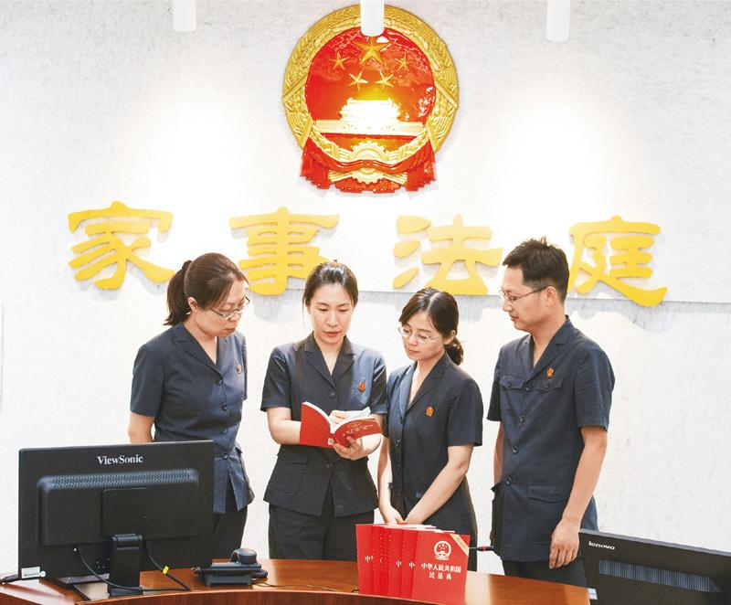 以习近平新时代中国特色社会主义思想为指导 充分发挥审判职能作用 确保民法典正确贯彻实施