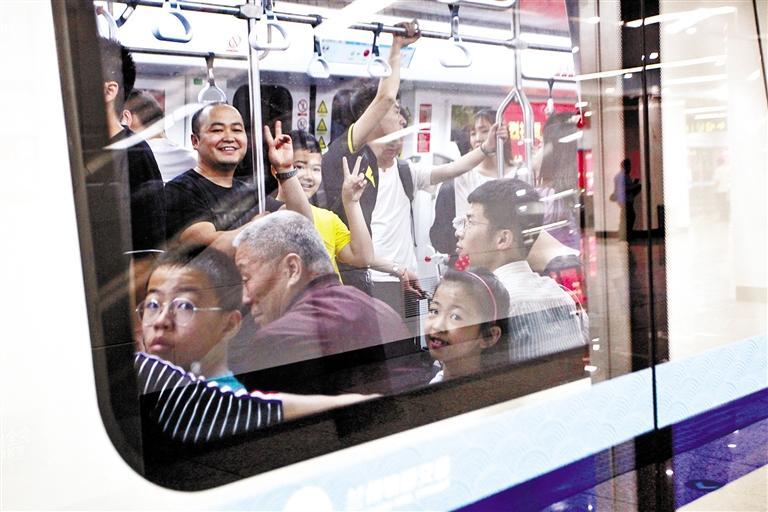 兰州地铁1号线准时便捷的运营服务赢得市民认可