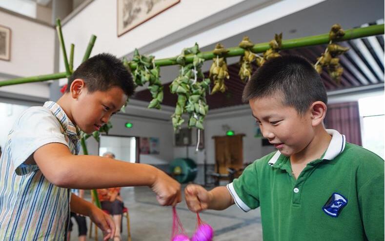 江西南昌:文化大院里感受端午民俗