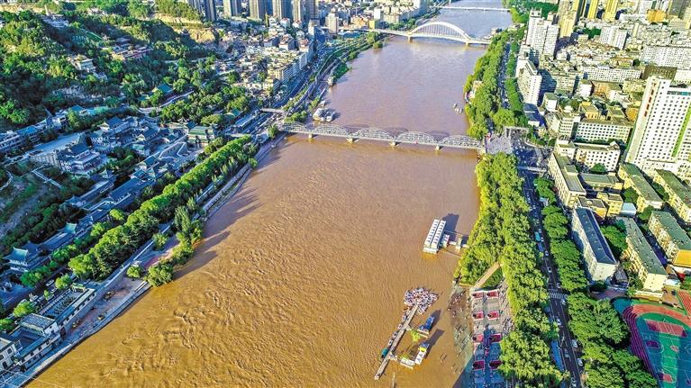 水位上涨提醒市民远离河边