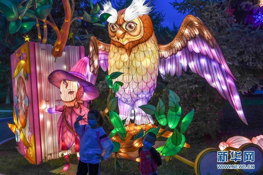 (社会)(4)长春:赏灯游园度假期